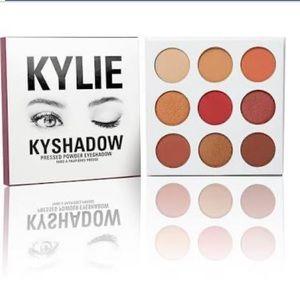 "Kylie ""the burgundy palette"""